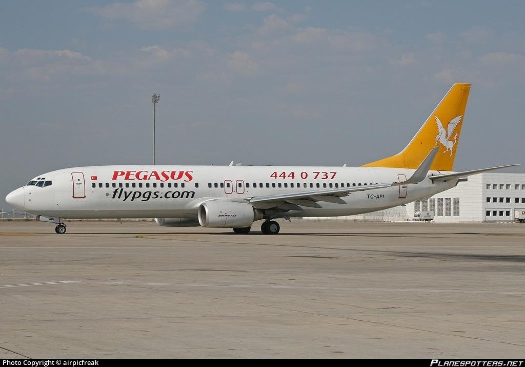 TC-API Pegasus Boeing 737-86N(WL) Photo by airpicfreak   ID 059134    Planespotters.net