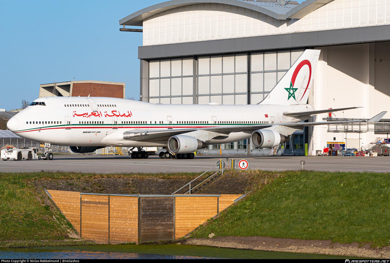 FRA: Avions VIP, Liaison & ECM - Page 24 Cn-rga-morocco-government-boeing-747-428_PlanespottersNet_1066771_e05b7cfdc1_o