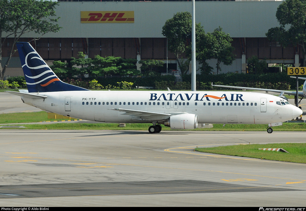 PK-YTP Batavia Air Boeing 737-4Y0 photographed at Singapore Changi (SIN / WSSS) by Aldo Bidini