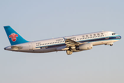 B-9952 5756 China Southern Airlines Airbus A320-232 Kunming Changshui (KMG / ZPPP)