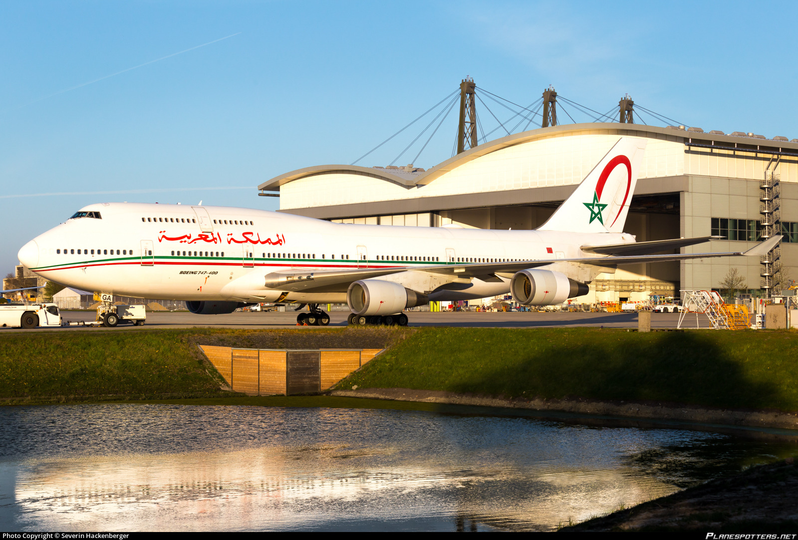 FRA: Avions VIP, Liaison & ECM - Page 24 Cn-rga-morocco-government-boeing-747-428_PlanespottersNet_1067864_8cfe2795b0_o