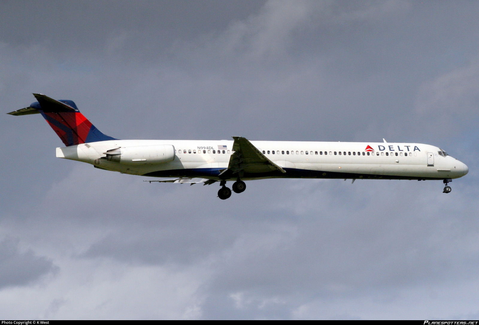 n994dl delta air lines mcdonnell douglas md 88 photo by k west id 794897 planespotters net planespotters net