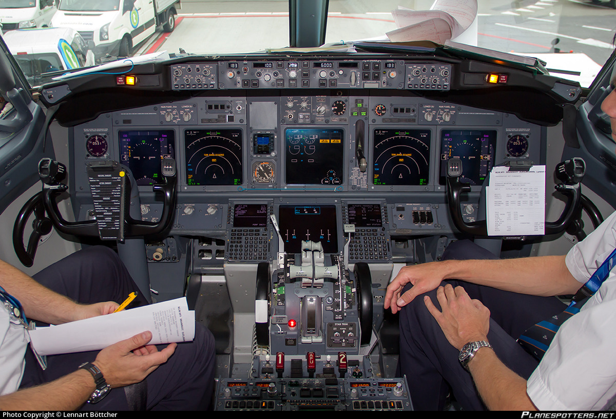 PH-BGM KLM Royal Dutch Airlines Boeing 737-7K2(WL) Photo by
